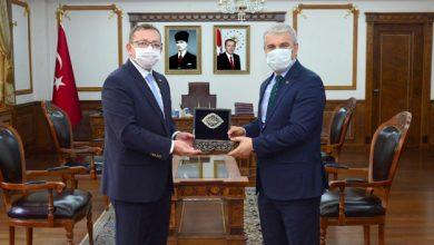 Photo of Vali Polat Kırşehir Valisini makamında ziyaret etti