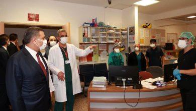 Photo of Bakan Koca'dan sağlık personeline ziyaret